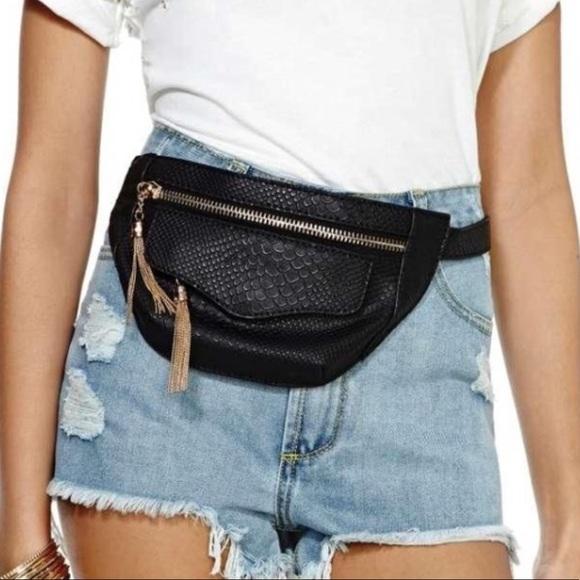 Nasty Gal Handbags - Nasty gal snake skin fanny pack